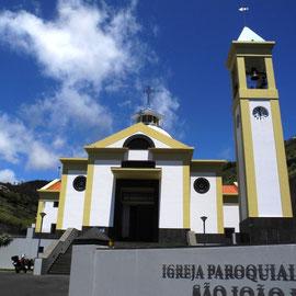 Die schöne Kirche in Faja da Ovelha