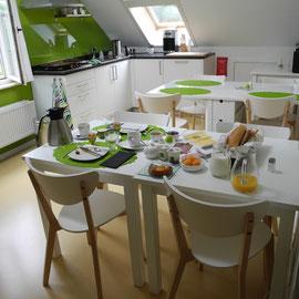 In der Küche ist morgens der Frühstückstisch nur für uns gedeckt