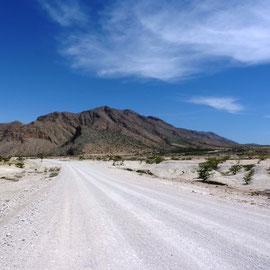 Anfangs ist der Weg erstaunlich einfach zu fahren und wir kommen schnell voran.