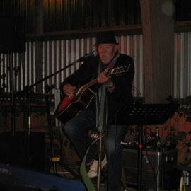 Und Brian Finch, der auch den Gravel Travel-Song geschrieben hatte, spielte noch bis weit nach Mitternacht