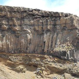 und schauen fasziniert auf die Steilwände