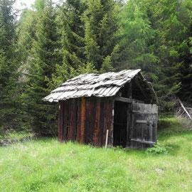 Rit ist eine Ansammlung von Hütten auf einer Wiese