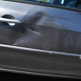 Französische Autotüren sollte man auch nicht ignorieren, auch gefährlich