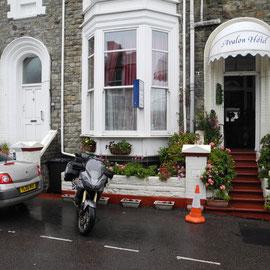 Die Parkplätze vor diesen alten Häuserreihen sind immer sehr begrenzt
