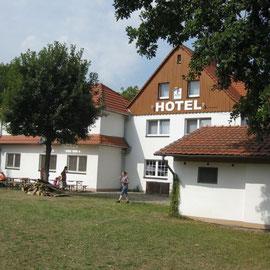 Der Niedersachsenhof in Gieboldehausen, Ort des Geschehens