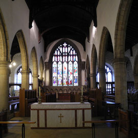 Das Mittelschiff mit dem Heiligtum. 1968/69 wurde der Altar nach vorne verlegt