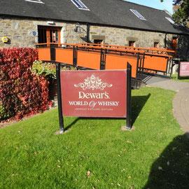 Der Eingang zur Aberfeldy Distillerie (Dewars)