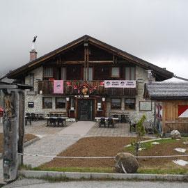 Nachdem wir über den Tre Croci-Pass (Drei Zinnen) gefahren sind, passieren wir nochmals den Passo di Giau