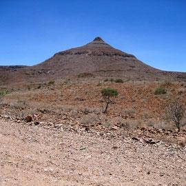 Von der Khowarib-Lodge aus konnten wir uns von dem Berg verabschieden