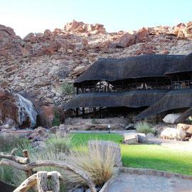und verabschieden uns von der Twyfelfontein Country Lodge
