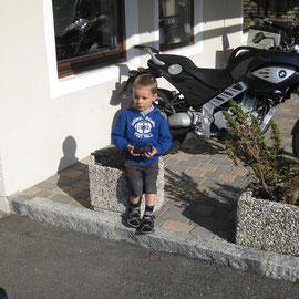 Michael, der kleine Ducati- und Harley-Freund muss sich an immer neue Gäste gewöhnen