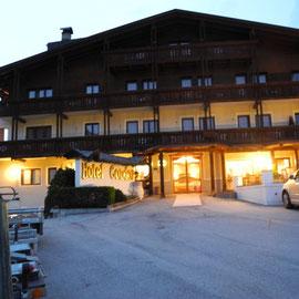 Und das Hotel in der heraufziehenden Nacht - hoffentlich ohne Schnee