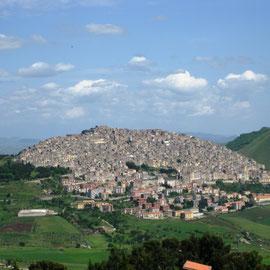 Nicosia - die Stadt mit Kastell von Normann gebaut. Sie ist zwischen und auf Felskuppen angelegt worden.