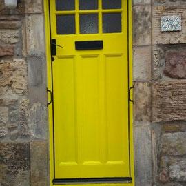 Gelbe Haustür in Crail