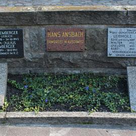 Gedenktafeln für die Ermordeten in den Vernichtungslagern der Deutschen. Jüdischer Friedhof Weißensee. Foto: Helga Karl