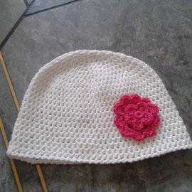 """Mütze """"Blume"""" aus feiner Baumwolle, mit Häkelblume, geeignet auch für Neugeborene"""