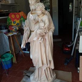 statue en plâtre Saint-Joseph, en cours de restauration