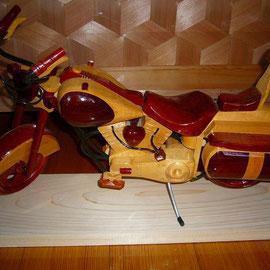 木製のバイクです