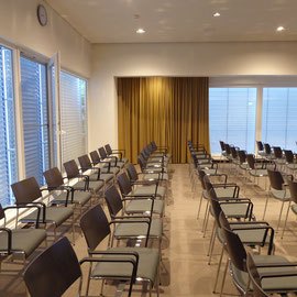 Umbau: Innenraum-, Material- und Farbkonzept für ein Mehrzweckraum in Radolfzell