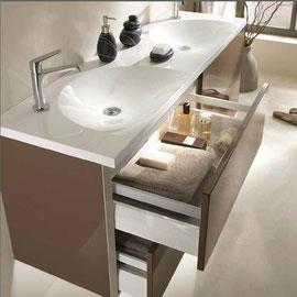 cuisine intérieur design, salle de bain marron chocolat miroir  double vasque plan de travail blanc
