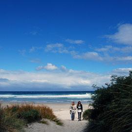 Girls, Allans Beach