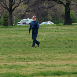 Golf player alongside the George Washington Memorial Parkway