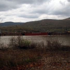 Buchanan tug and barges on the Hudson between Beacon and Peekskill