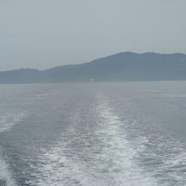 来類港でお世話になる渡船屋さんの船に乗り換えそのまま磯場に直行!