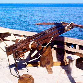 Arbalète Byzantine, Malte, pour le film « Les bateaux de feu »,  lance des projectiles incendiaires capables d'enflammer un navire à plus de 100 m