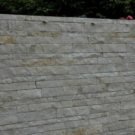Schichtenmauerwerk, geklebt auf Betonstellplatten