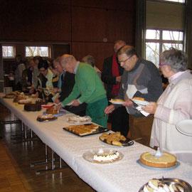 Die köstliche Bewirtschaftung mit selbstgebackenem Kuchen durch Mitglieder des OV Aarbergen
