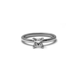 Solitaire diamant princesse   Or blanc 14k