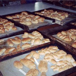 fertige Brote mit Namenszettel