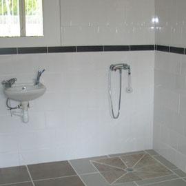 Albertus renovation  salle d'eau pour personne à mobilité réduite embrun