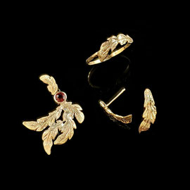Set of yellow gold 'feather' pieces.  Ring, earrings, and pendant with garnet.