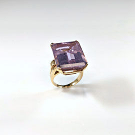 AN 113 - 14K yellow gold ring with emerald cut amethyst.