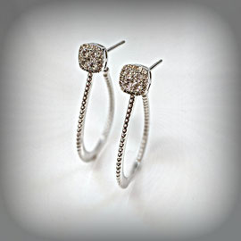 AN 134 - 14K white gold earrings with diamonds.