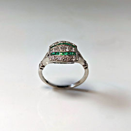 AN 112 - 18K white gold estate ring with diamonds and square emeralds.