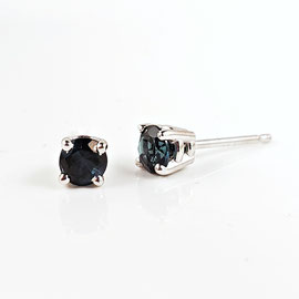 AN 62 - 14K yellow gold stud earrings with blue tourmalines.