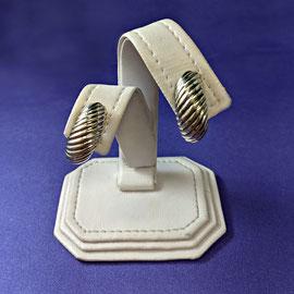 AN 106 - Sterling clip earrings.