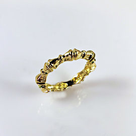 R 390 - 18K yellow gold estate band.