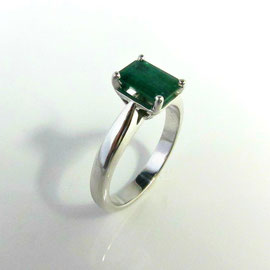 AN 82 - 14K white gold ring with emerald cut emerald.