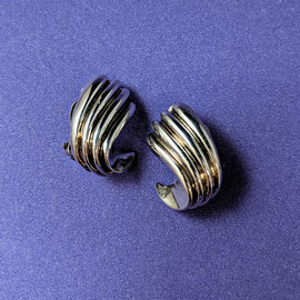 AN 104 - Sterling clip earrings.