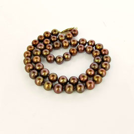 BP 147 - Chocolate pearls with 14K yellow gold clasp.