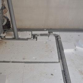 dann werden die Leitungen mit Styropor eingepasst