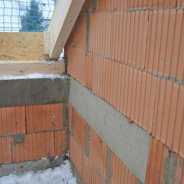 die letzten Vorbereitungen für die Dachabdeckung