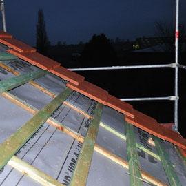 so schön liegen die Dachziegel aufeinander