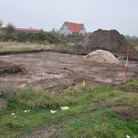 Mutterboden abtragen, erster Sand