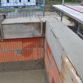 und mit dem Beton ist alles für die Dachkonstruktion vorbereitet
