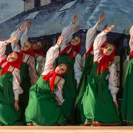 Solnechnaya Raduga (Russie) Photo Michel Renard - FOLKOLOR 2014 – avec Folkdancegroup Solnechnaya Raduga, à Festival Mondial de Folklore de Montréjeau.